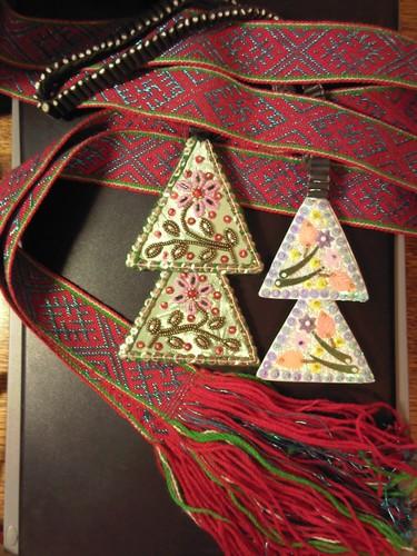Сегодня девушки передали подарок самарской общине от настоятеля Успенского храма о.Тимофея - красивый пояс и лестовки...